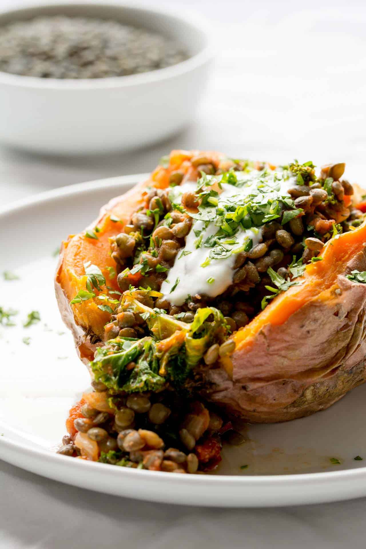 Stuffed sweet potatoes + 15 Farmers market recipes to make in December! Delicious, autumn, winter, and holiday recipes made with fresh, seasonal produce from your local farmers market or CSA bin. Eat local!