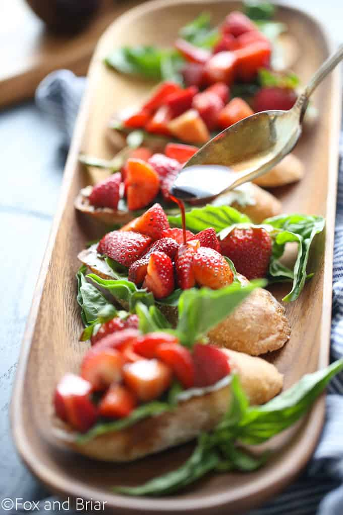 Strawberry chambord whipped cheese toasts + 15 Farmers market recipes to make in April! Delicious, vegetarian, (mostly) healthy spring recipes made with fresh, seasonal produce from your local farmers market or CSA bin. Eat local! // Rhubarbarians