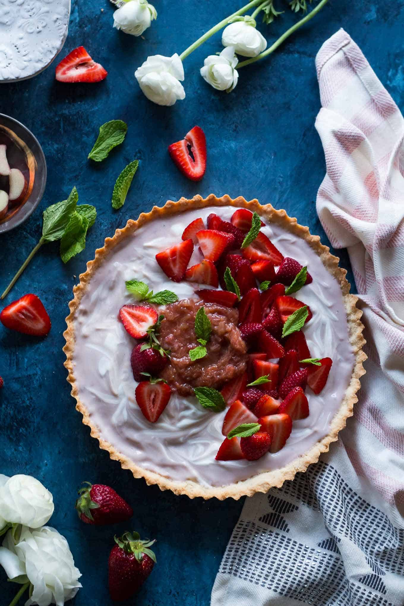 Strawberry vanilla tart with rhubarb compote + 15 Farmers market recipes to make in May! Delicious, vegetarian, (mostly) healthy spring/summer recipes made with fresh, seasonal produce from your local farmers market or CSA bin. Eat local! // Rhubarbarians