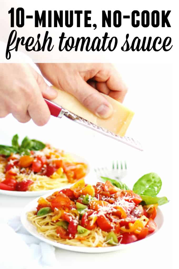 10-minute, no-cook fresh tomato sauce recipe! Whip up a healthy dinner for your whole family without turning on the oven or stove top. // Rhubarbarians
