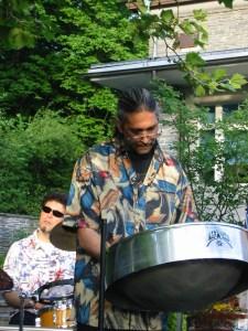 Tamla Batra (vorne) und Enzo (hinten), Steelband Rhythm and Steel