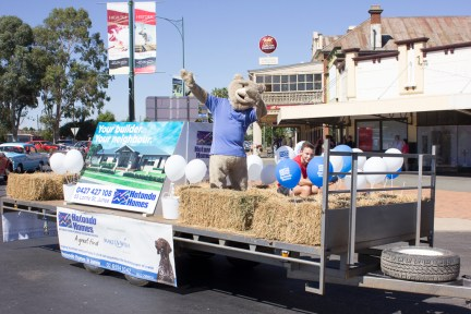 Junee Street Parade Entrants - Hotondo Homes Junee