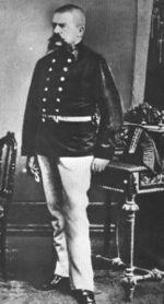 Fotografia di Alois Hitler, padre di Adolf, in uniforme militare.