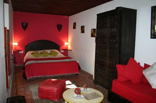 Riad Meknes chambres dhtes Maroc  Riad El Ma  la chambre rouge