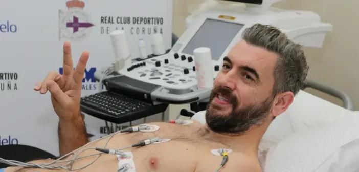 Pletikosa pasando el reconocimiento médico con el Deportivo.