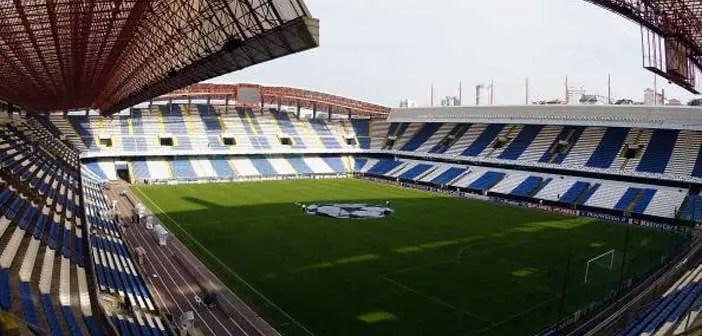 Imagen del césped del estadio de Riazor antes de un encuentro