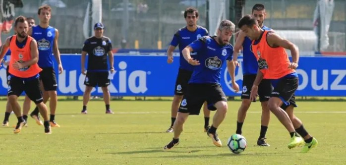 Luisinho y Róber durante el entreno del Deportivo del 18 de julio