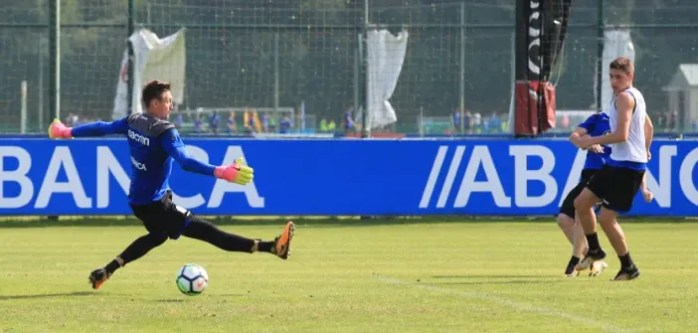 Fede Valverde disparo a Tyton entrenamiento Deportivo 18 julio en Abegondo