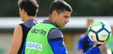 Juanfran con el balón en el entrenamiento de Vilalba