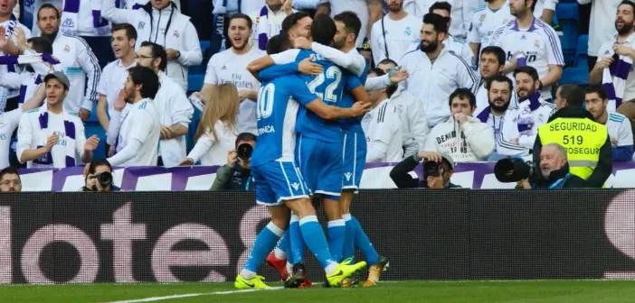 Los jugadores del Deportivo celebran un gol ante el Madrid en el Bernabéu