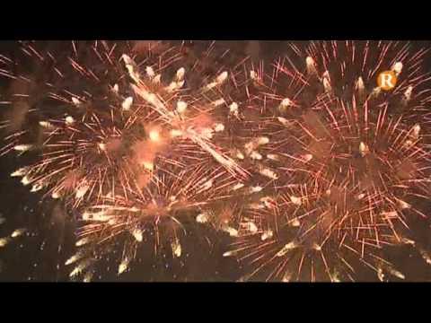 El piromusical congrega a milers de persones que gaudeixen del foc i música