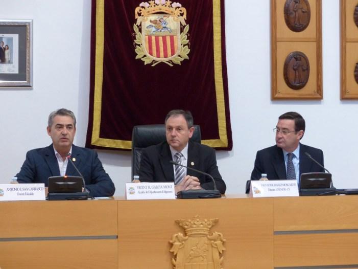 AENOR entrega el certificado de calidad de la Carta de Servicios del ayuntamiento de Algemesí por su calidad en la prestación de servicios municipales a los ciudadanos