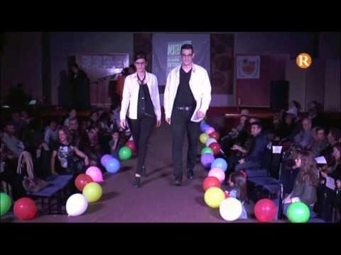La Falla Albuixarres- Camí Fondo celebra amb èxit la seua desfilada de moda