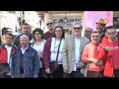 """L'Escultor de la coneguda """" Pantera rosa"""" de València visita la falla de la Fundació  de Sueca"""