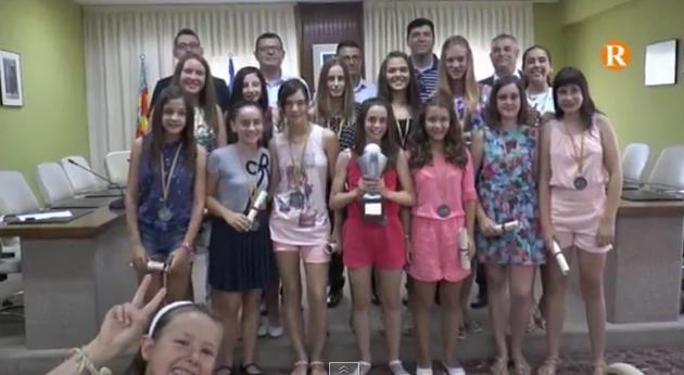 Almussafes ret homenatge a les infantils del Club de Bàsquet Almussafes