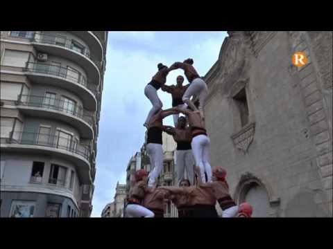 Les Torres humanes transformaren la plaça d'Algemesí