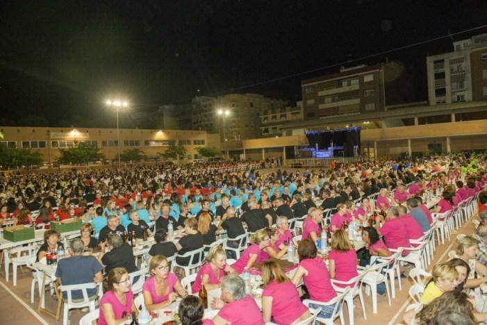 Més de 1.500 veïns d'Almussafes, reunits en El Sopar de Quintes