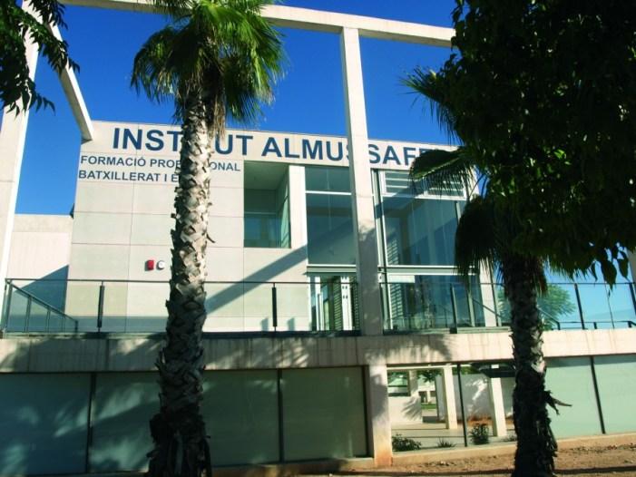 El Centre Cultural Almussafes acull la cerimònia de graduació de 36 estudiants de Batxillerat de IES