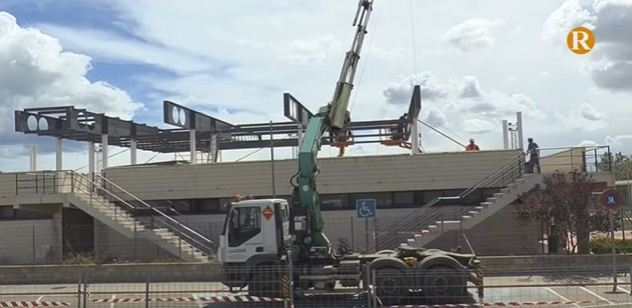 Almussafes avança en les obres de la coberta de les grandes del camp de futbol