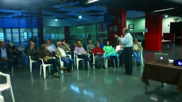 Una trentena de jubilats d'Almussafes participen en una conferència sobre sexualitat