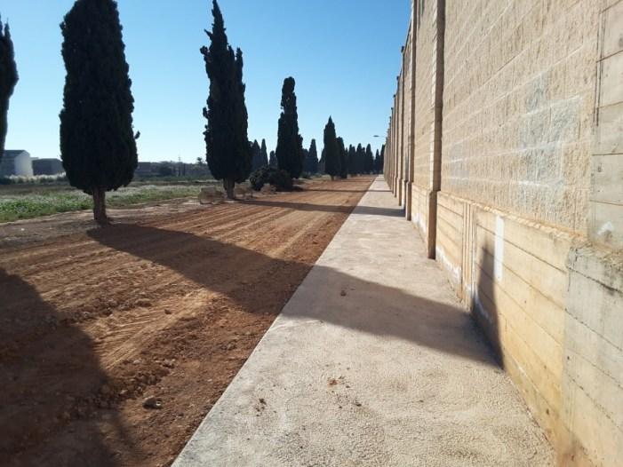 L'Ajuntament d'Almussafes conclou les obres de  construcció d'una vorera lateral en el cementeri  municipal