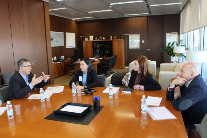 L'alcaldessa analitza amb el conseller  d'Economia i Sectors Productius el pla de  dinamització econòmica d'Algemesí
