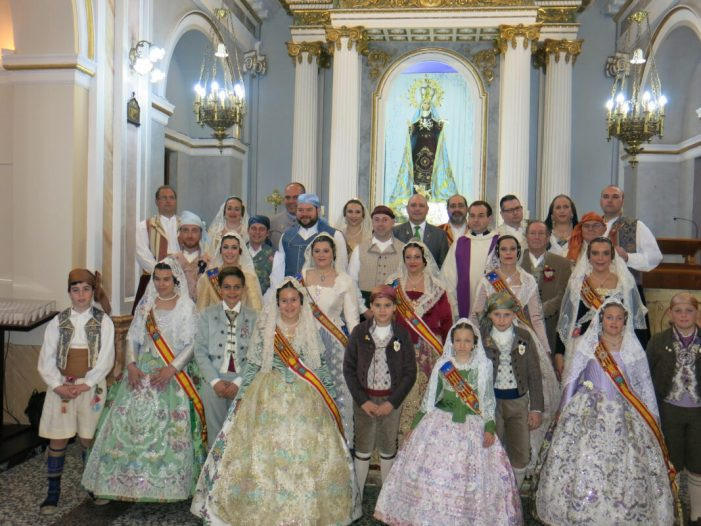 Les falles de Turís celebren el besamà a la seua patrona