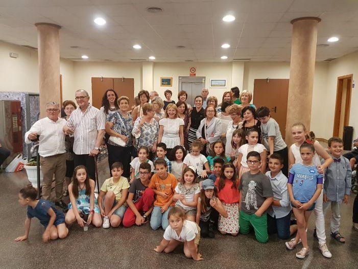 La Escuela Municipal de Pintura y Dibujo de Benifaió expone sus obras en el Centro Cultural Enric Valor