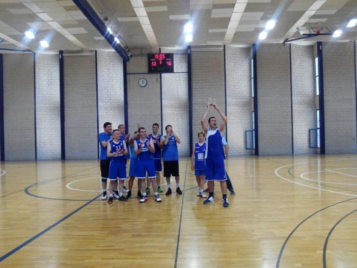 Els veterans del Club de Bàsquet Almussafes guanyen un torneig a Algemesí