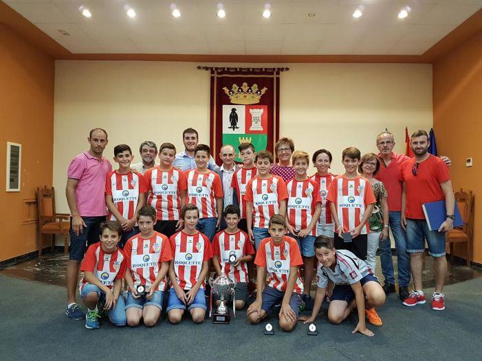 El Ayuntamiento de Benifaió homenajea al equipo Alevín A como campeón de liga