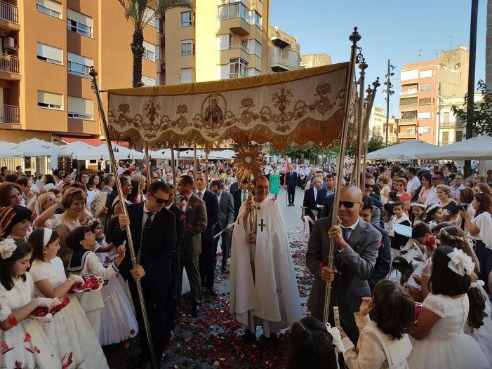 Benifaió celebró con una alta participación la tradicional Procesión del Corpus Christi
