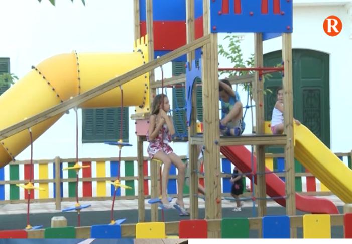 El Presidente de la Diputació de València I l'alcalde de El Perelló inaugura el nou Parc Infantil