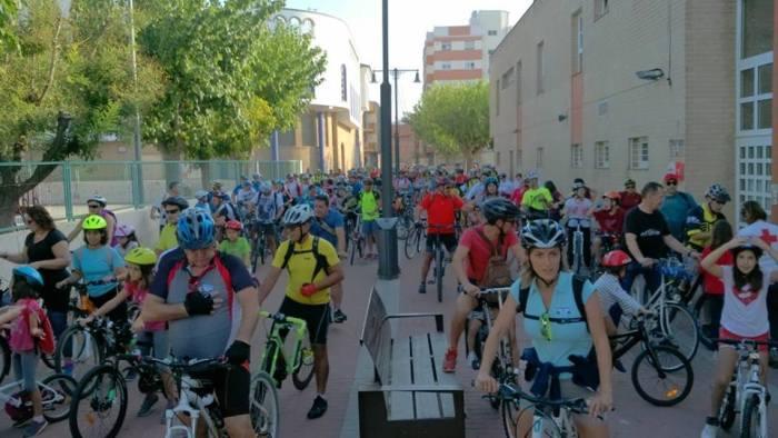 El Dia de la Bici reuneix a prop de 400 ciclistes a l'Alcúdia
