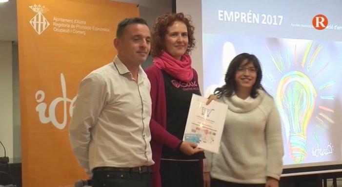 Acte de lliurament a Alzira de les Ajudes Municipals 'EMPRÉN' 2017