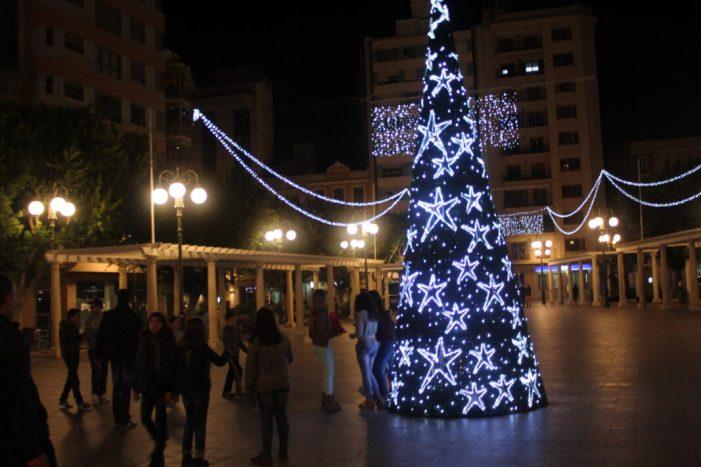 Alzira encén esta vesprada les llums de Nadal per tota la ciutat per a donar la benvinguda al Nadal