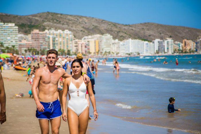 Tres de cada deu turistes d'enguany a Cullera han sigut estrangers