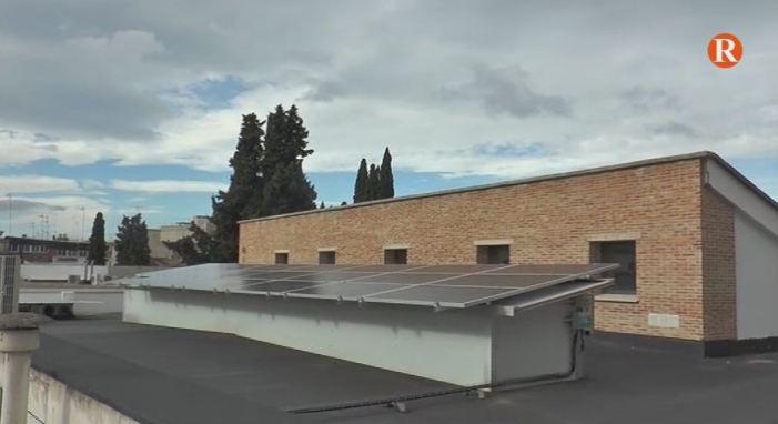 Bort visita a l'Alcúdia les primers instal·lacions fotovoltaiques del pacte de les alcaldies