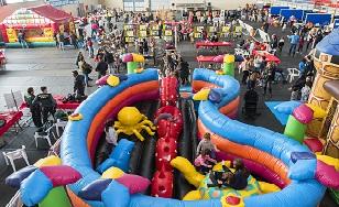 Centenars de famílies visiten l'Expojove d'Almussafes MIRAQUEBE