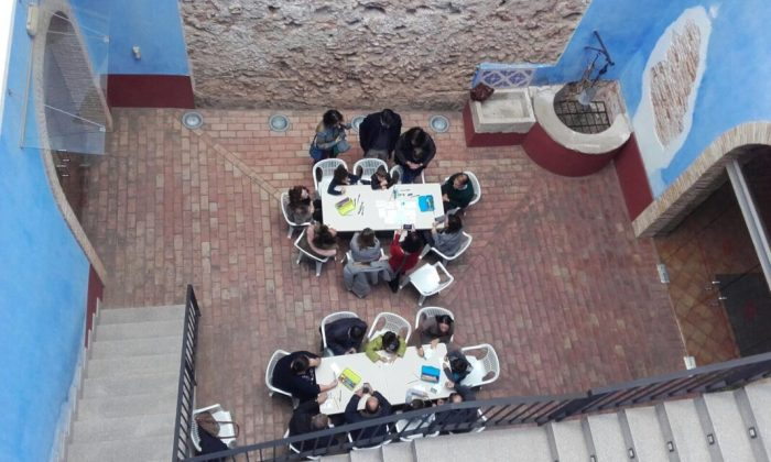 Les famílies d'Alzira aprenen art en els tallers de Memòria de la Modernitat