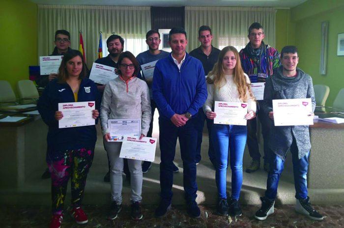 Dels 17 jóvens que van superar el curs d'Activitats Auxiliars de Magatzem a Almussafes, 5 s'han inserit laboralment