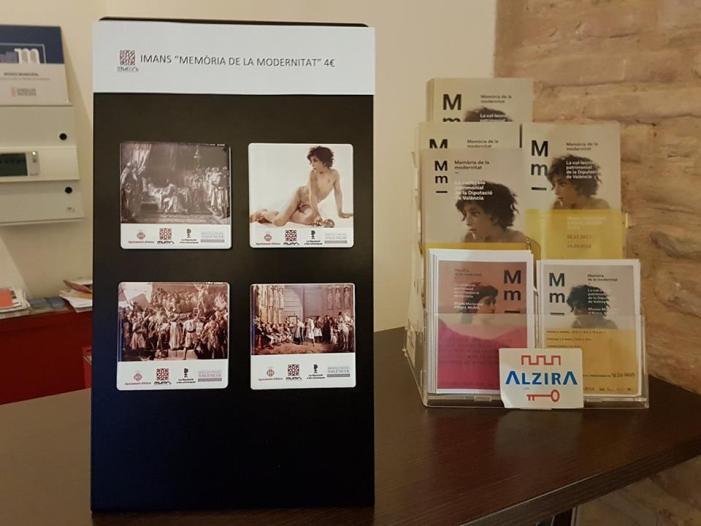 L'Ajuntament d'Alzira, des de la  Regidoria de Patrimoni Cultural realitza una edició d'imans amb motius de l'exposició Memòria de la modernitat