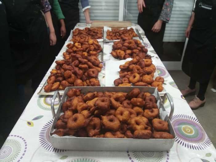 El Club Gastronòmic 'El Putxeret' d'Almussafes organitza un taller per a elaborar bunyols de carabassa