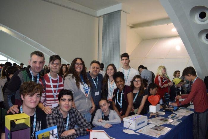 L'alumnat de l'IES Vicent Andrés Estellés de Burjassot participa en la projectes Robòtica amb Arduino: Classes de Tecnologies Creatives
