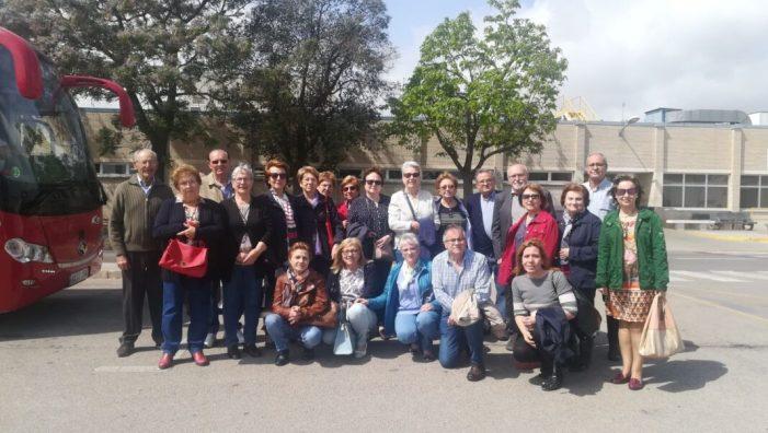 Els jubilats d'Almussafes visiten les instal•lacions de la Factoria Ford