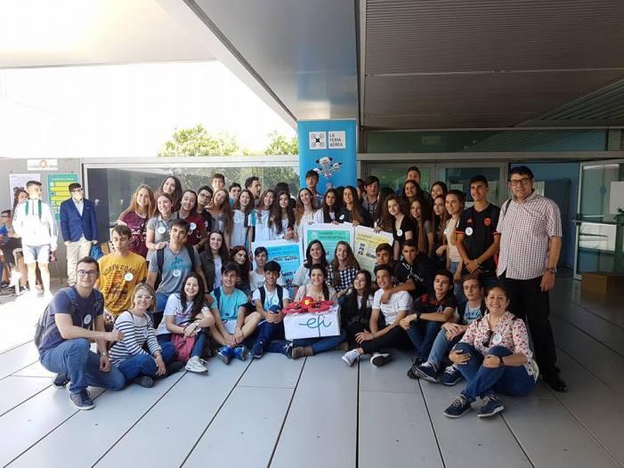 """L'alumnat d'Alzira presenta els seus drons socials dins del projecte """"La Fira Aèria"""""""