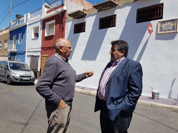 Han començat les actuacions de pintura a les façanes de les cases del carrer Callao de l'Alquerieta