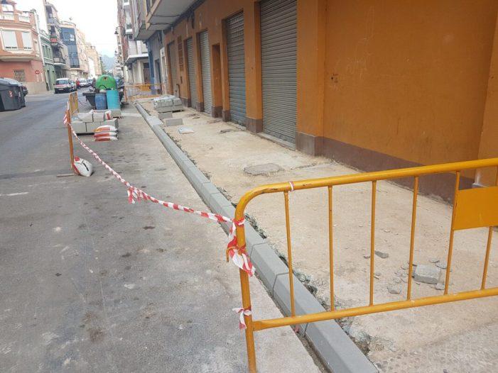 Es milloren les voreres del carrer O'Donnell  d'Alzira