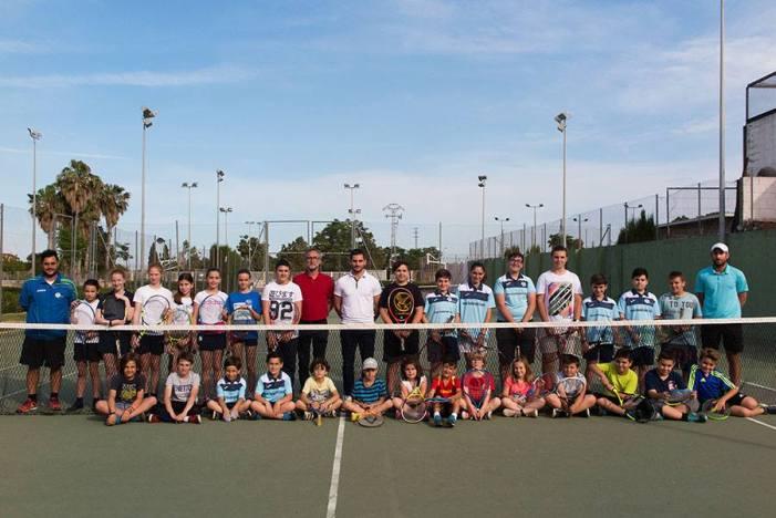 L'escola municipal de tenis experimenta una notable progressió