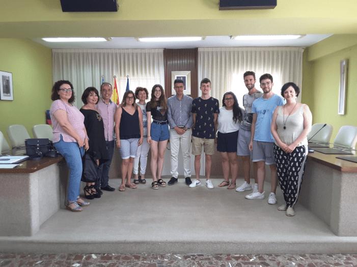 Recepció oficial en l'Ajuntament d'Almussafes als becaris de la Diputació
