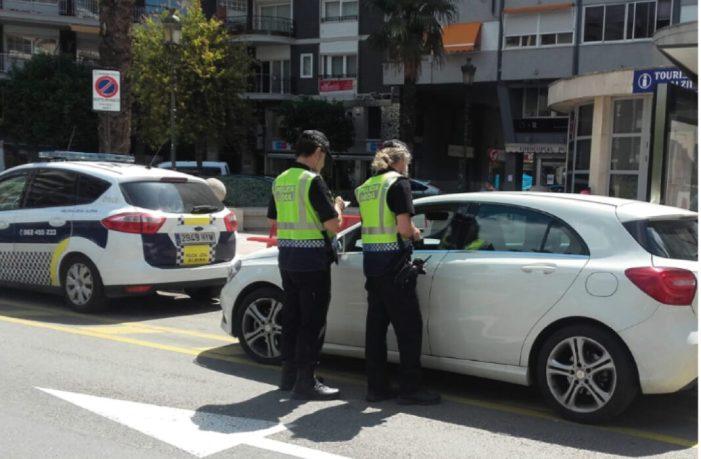 La Policia Local d'Alzira realitza una campanya contra les distraccions al volant i una altra d'alcoholèmia